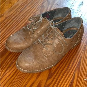 Brown faux leather oxfords